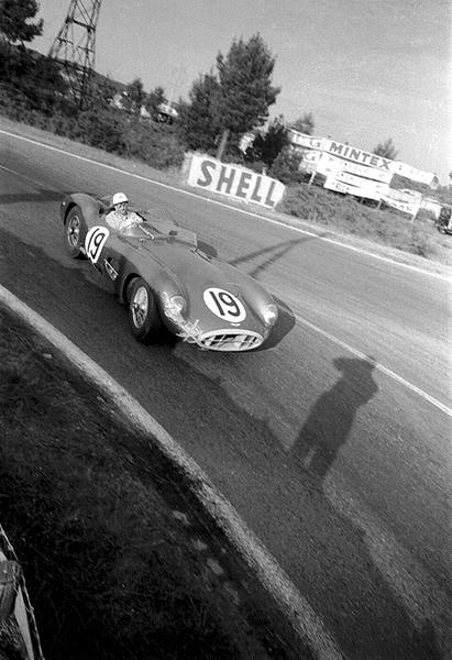 1957 Le Mans 24 Hours Aston Martin DBR1; R. Salvadori/L. Leston